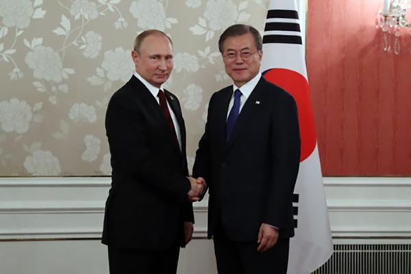 Moon und Putin führen Gipfelgespräch beim G-20 in Osaka