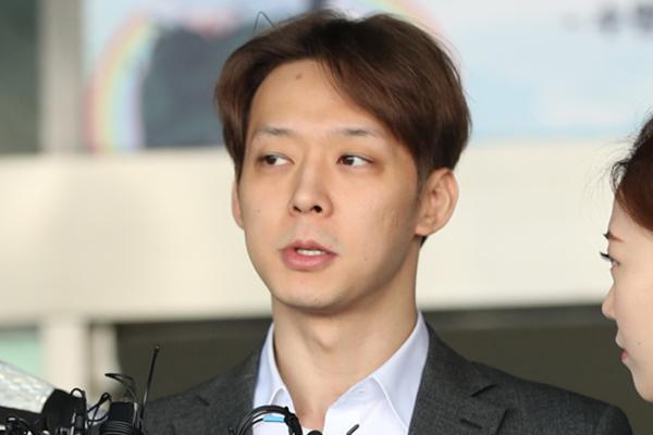 Nam ca sĩ Park Yoo-chun nhận án treo vì sử dụng ma túy