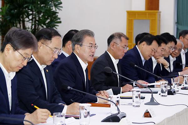 Restrictions sur les exportations : Moon Jae-in appelle Tokyo à rejoindre les efforts pour une solution diplomatique