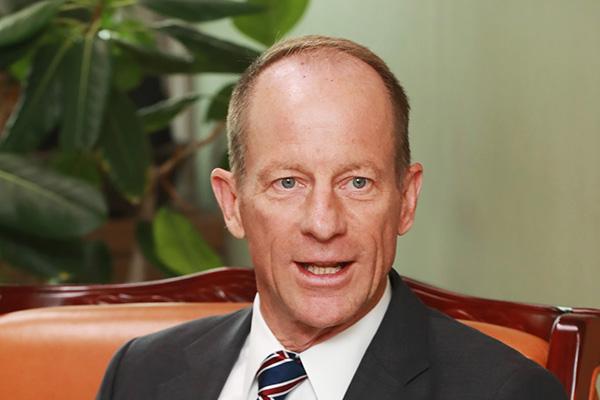 Stilwell espera que Corea y Japón resuelvan el conflicto comercial