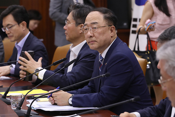 S. Korea's Finance Minister Urges Japan to Retract Export Curbs