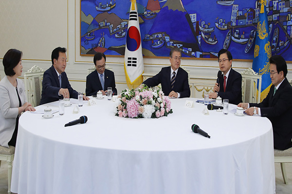 Presiden Moon dan Para Pemimpin Parpol Korsel Setuju Upaya Bipartisan untuk Atasi Pembatasan Ekspor Jepang