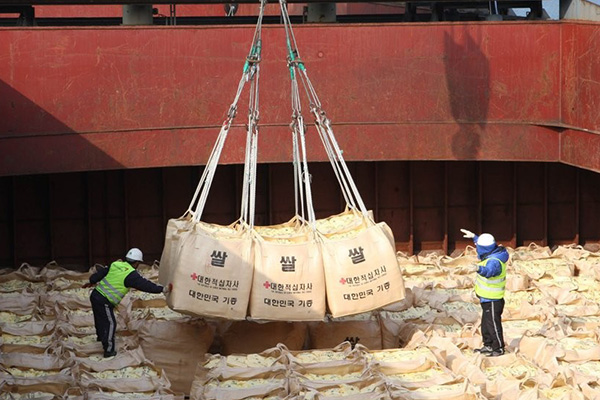 Xúc tiến vận chuyển trực tiếp gạo viện trợ từ cảng miền Nam tới miền Bắc