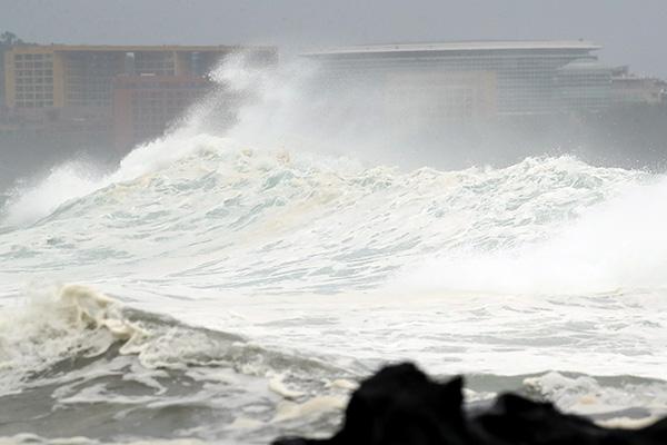 태풍 '다나스', 제주도 남쪽 수백㎞ 도달…내일 한반도 상륙