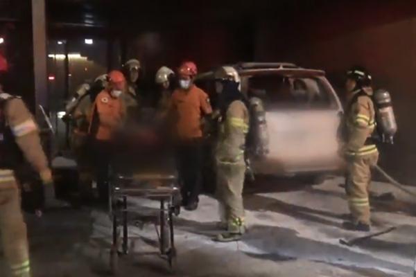日本大使館前で車両が炎上 70代の男性が死亡