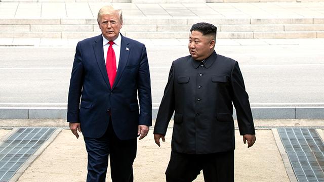 تقرير يؤكد عدم مناقشة تعليق المناورات الكورية الأمريكية خلال قمة ترامب وكيم