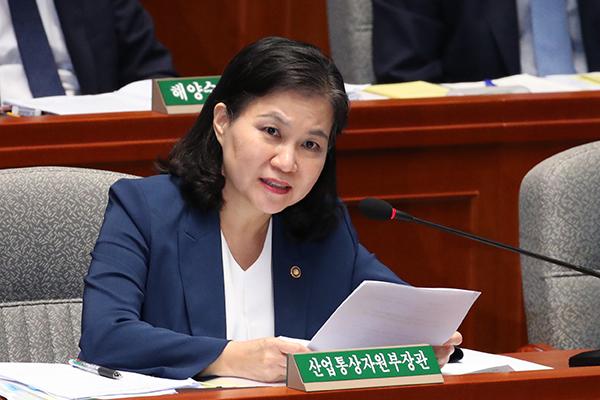 وزيرة التجارة الكورية تزور واشنطن لطلب الدعم في النزاع التجاري مع اليابان