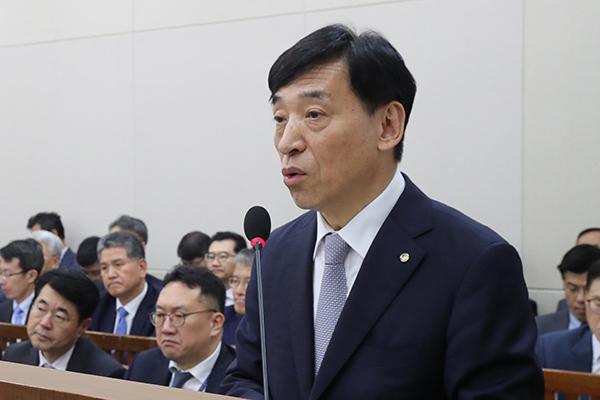 رئيس البنك المركزي يلمح إلى تراجع الاقتصاد الكوري إذا تفاقمت الأزمة مع اليابان
