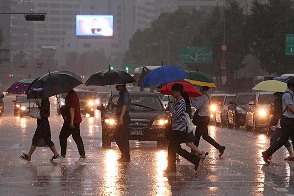 Heavy Rain Warnings Issued in Seoul, Gyeonggi Province
