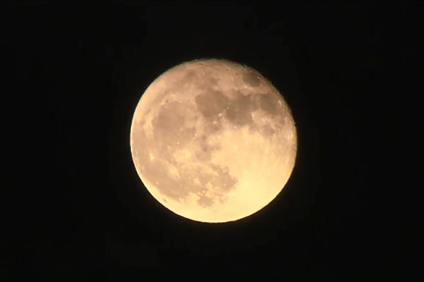"""8月将出现""""超级月亮"""" 海水10年来升至最高"""