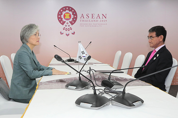 韩日外长会谈未能缩小意见分歧  康京和暗示或终止《韩日军事情报保护协定》