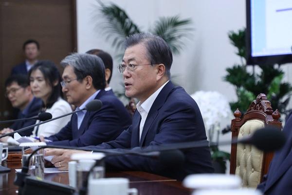 文大統領 「平和経済で日本経済を追い越すべき」