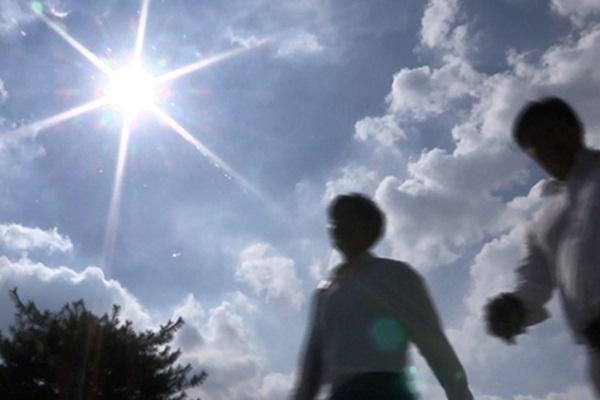 La ola de calor sigue mientras se acerca el tifón Krosa
