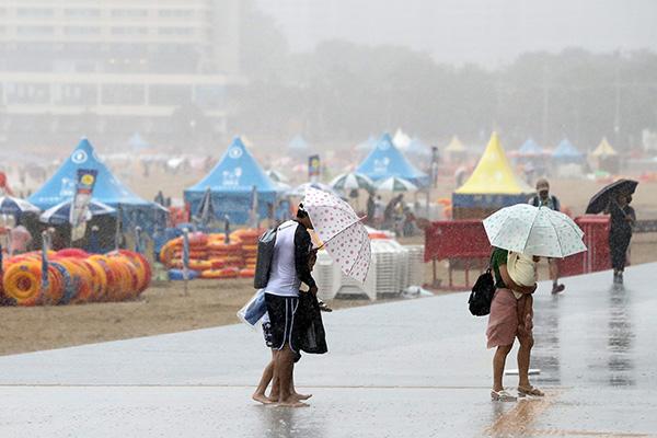 Topan Francisco Akan Mendarat di Laut Selatan Semenanjung Korea pada Selasa Malam