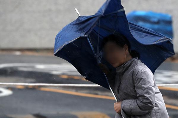 Typhoon Jangmi to Reach Jeju Island at 11 am