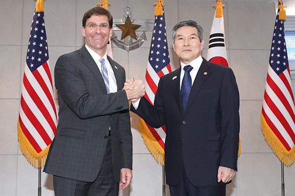 Titulares de Defensa de Seúl y Washington prometen apoyar esfuerzos por la desnuclearización