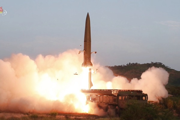 Bắc Triều Tiên tiếp tục phóng vũ khí