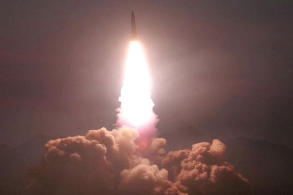 La Corée du Nord tire deux projectiles vers la mer de l'Est