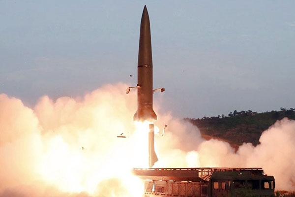 Corea del Norte lanza misiles balísticos al Mar del Este