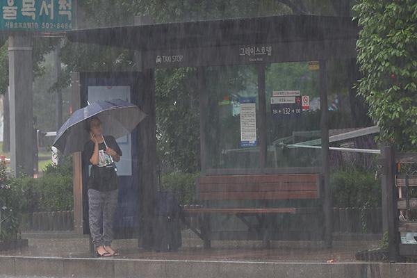 Typhon Lekima  : la moitié ouest du pays sous la pluie