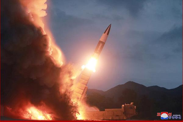 Corea del Norte prueba misiles tácticos similares a los de EEUU