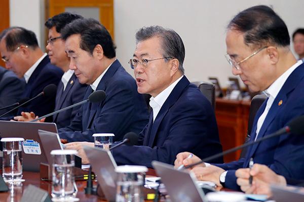 Präsident Moon warnt vor Marktinstabilität durch Fake News