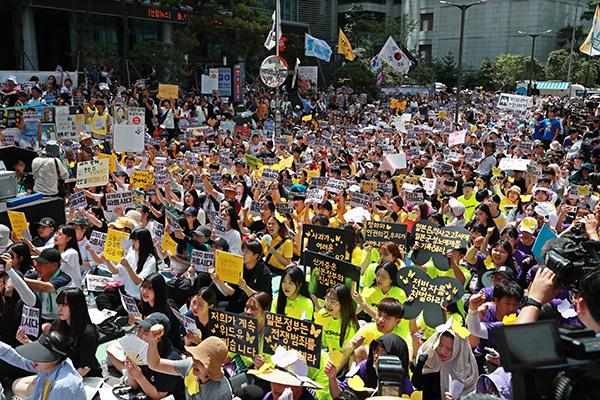 """""""일본 정부 사죄하라"""" 세계시민과 함께한 1천400번째 외침"""