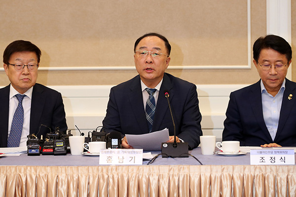 Finance Minister: 2020 Budget to Have At Least 2 Trillion Won to Foster Component Industry