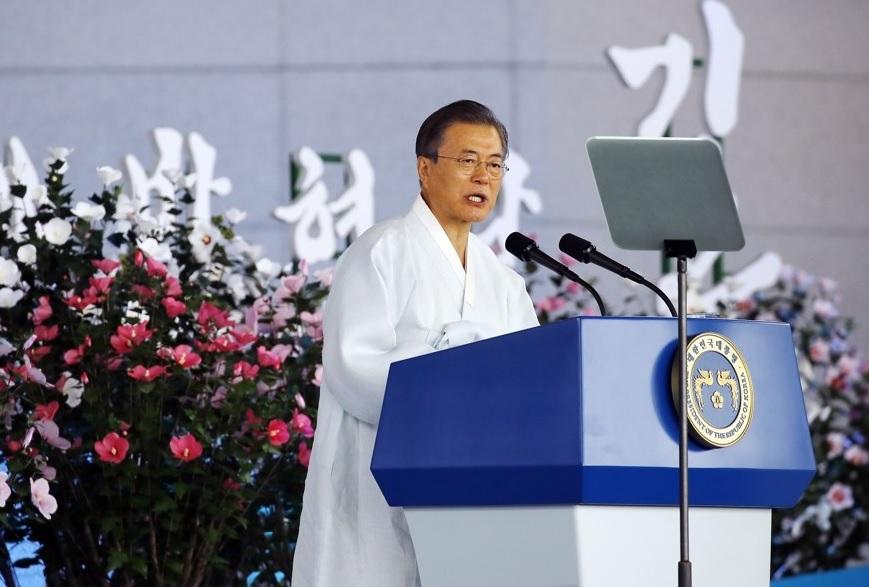 「日本が対話と協力に出てくるなら手を握る」 文在寅大統領
