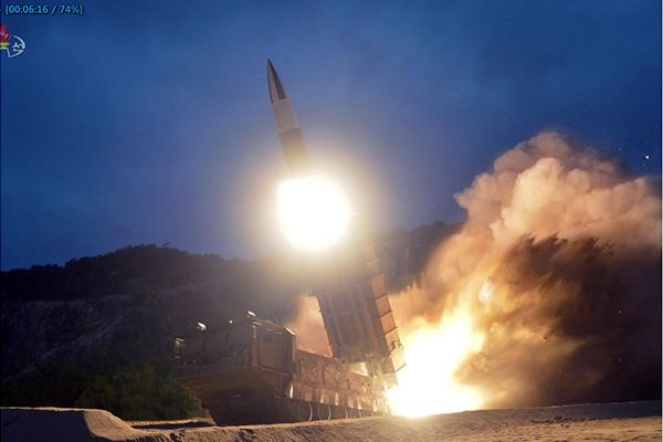 La Corée du Nord tire deux nouveaux projectiles non identifiés vers la mer de l'Est
