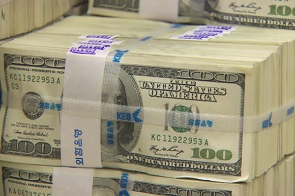 Валютные резервы РК сократились в марте на 8,9 млрд долларов