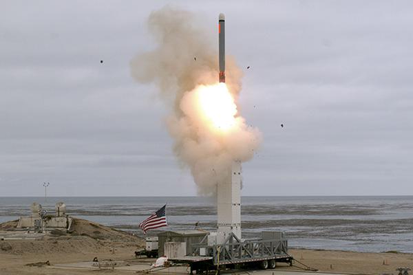 美国退出《中导条约》后试射中程导弹