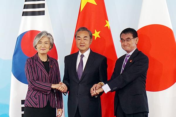Главы МИД РК, Китая и Японии договорились активизировать сотрудничество