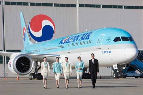 Korean Air Crew Saves Japanese Girl Who Stopped Breathing Mid-Flight