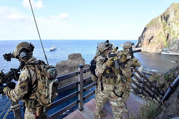 S. Korea to Hold Dokdo Defense Exercise for Second Day