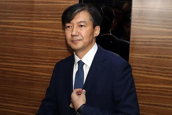 48% من الكوريين يعتبرون تشو كوك غير لائق لوزارة العدل