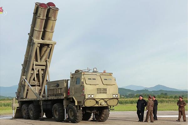 Pyongyang afirma haber probado un nuevo lanzacohetes múltiple de gran dimensión