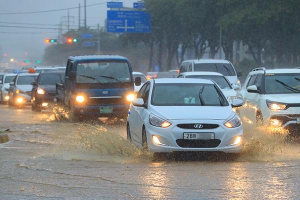 ソウルや京畿道で豪雨警報発令 200ミリを超える地域も