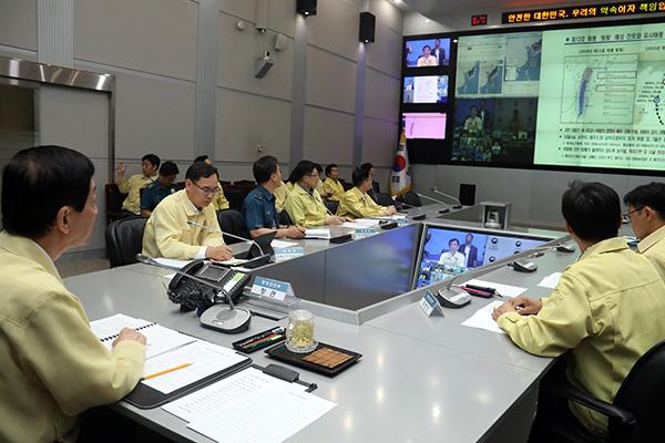 """台风""""玲玲""""周六晚登陆韩半岛 将带来强风暴雨"""