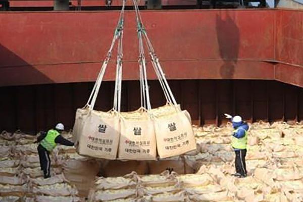 Khó hoàn tất viện trợ gạo cho miền Bắc trong tháng 9