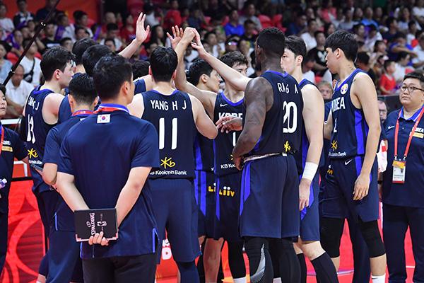 韓国代表チームが25年ぶり勝利収め帰国 バスケW杯