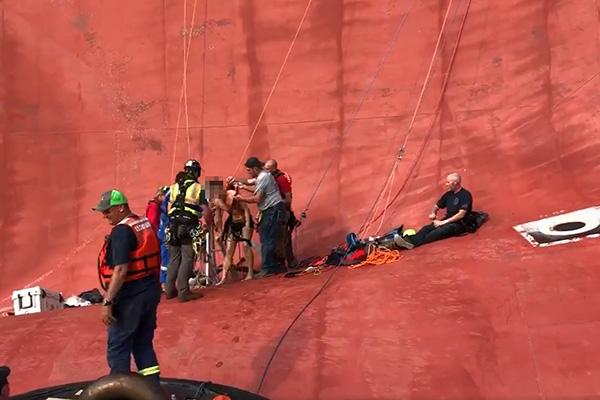 美해안 골든레이호에서 구조된 한국인 선원 2명 귀국길
