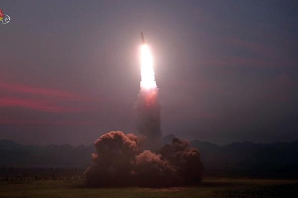 Los cohetes norcoreanos recorrieron unos 330 km