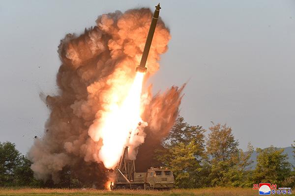 北韩:10日进行超大型火箭炮射击试验 金正恩亲临指导