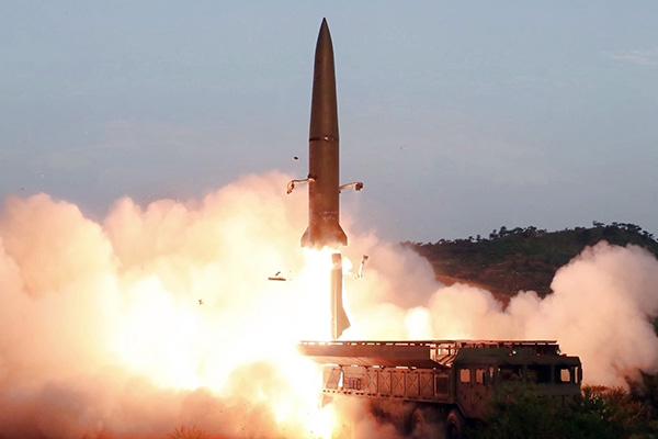 北韓メディア「超大型ロケット砲」発射実験を実施、一発は失敗か