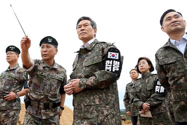 정경두, 최전방부대 방문…경계작전 장병 격려