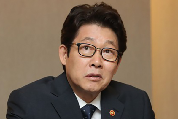 Environment Minister Criticizes Ex-Japanese Counterpart over Fukushima Water