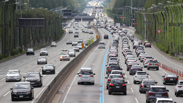 Highways Congested as Holiday Travelers Head Home