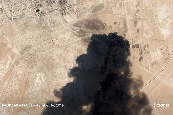 الحكومة تعقد اجتماعا طارئا بعد تعرض المنشآت النفطية السعودية لهجمات جوية