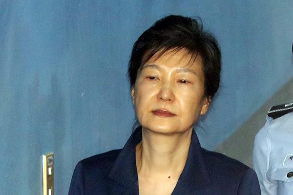 박근혜 전 대통령 '어깨 수술'로 입원…